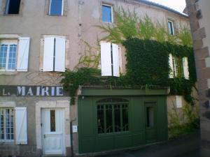 Ancien Cafe de la Mairie - Accommodation - Monestiès