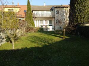 Třípokojový byt 100m2 s terasou a zahradou 300m2