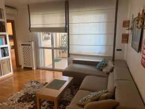 Appartamento via savona terrazzo sul verde - AbcAlberghi.com