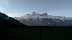 Appartement deux pièces à 100m des remontées vers l'Alpes d'Huez avec vue sur la montagne - Hotel - Oz