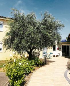 Kyriad Lyon Est - Bron Eurexpo Le Cottage - Hotel - Bron