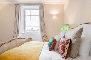 North Castle Street Luxury 3 Bedroom/3 Bathroom