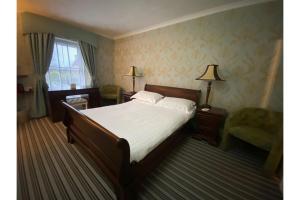 OYO Lamphey Hall Hotel