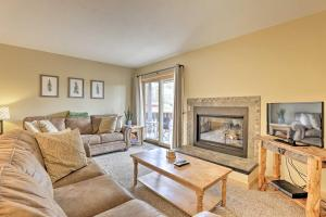 Cozy Winter Park Condo with Hot Tub and Shuttle!