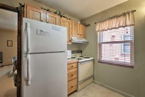 Condo with Grill Access- Mins to Angel Fire Rsrt - Hotel - Angel Fire