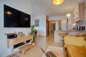 Lux Apartment 10m to Krakow Center Next to Lake