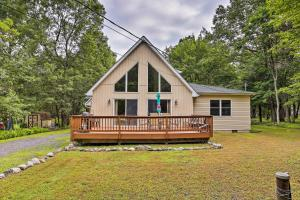 Poconos A-Frame Home with Pool Table & Lake Access! - Hotel - Albrightsville
