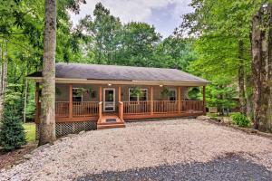 Cozy Home with Deck by Beech Mountain Skiing and Golf!