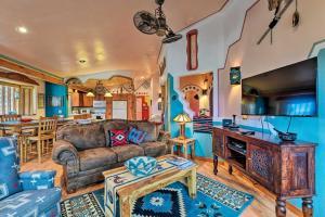 House on 1 5 Acres - 30 Mins to Taos Ski Valley! - Hotel - El Prado