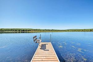 Secluded Harmony Cabin with Kayak & Private Dock - Hotel - Harmony