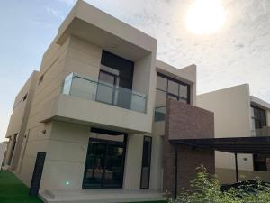 5 bedroom villa with full golf view and private pool - Dubai