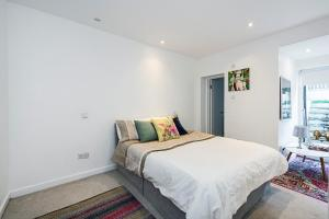Stylish garden apartment Nr High Street Kensington, Апартаменты/квартиры  Лондон - big - 13