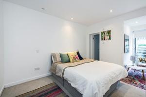Stylish garden apartment Nr High Street Kensington, Ferienwohnungen  London - big - 13