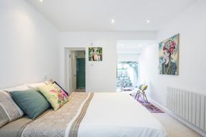 Stylish garden apartment Nr High Street Kensington, Ferienwohnungen  London - big - 12
