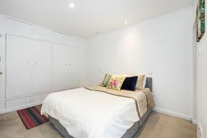 Stylish garden apartment Nr High Street Kensington, Ferienwohnungen  London - big - 26