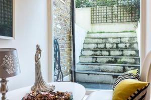 Stylish garden apartment Nr High Street Kensington, Ferienwohnungen  London - big - 48