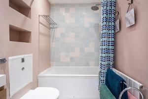 Stylish garden apartment Nr High Street Kensington, Ferienwohnungen  London - big - 46