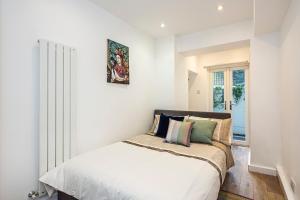 Stylish garden apartment Nr High Street Kensington, Ferienwohnungen  London - big - 17