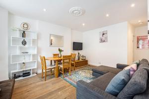 Stylish garden apartment Nr High Street Kensington, Ferienwohnungen  London - big - 3
