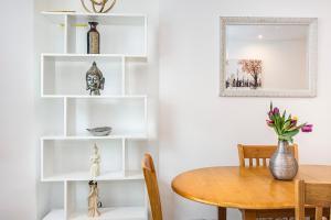 Stylish garden apartment Nr High Street Kensington, Ferienwohnungen  London - big - 43