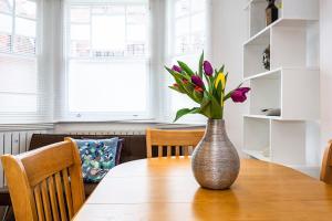 Stylish garden apartment Nr High Street Kensington, Ferienwohnungen  London - big - 25