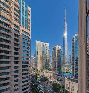 Elegant 1 Bedroom Apartment, Burj Khalifa View, Boulevard Central - Dubai