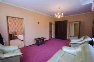 Снежинка - Hotel - Dombay