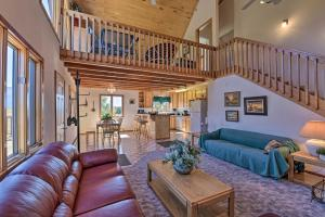 Questa Home with Views - 13 Mi to Red River Skiing! - Hotel - Questa
