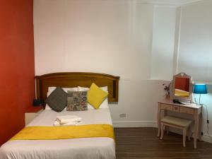 Manchester Suites By Lux Inn