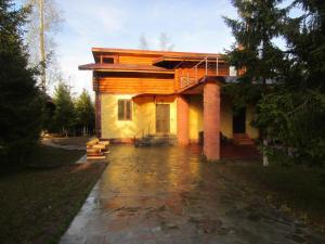 Cottage v Zelenoy Roshche - Butyn'
