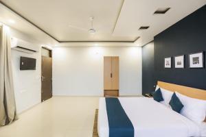 SilverKey Executive Stays 45466 Gangotri Vihar photos