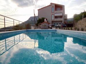 Family friendly apartments with a swimming pool Klis, Split - 17987