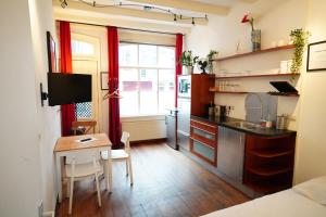 Kerkstraat Bed and Breakfast Apartment with private Garden
