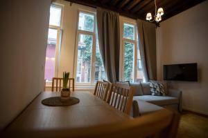 Luxury Suites Riverside Residence