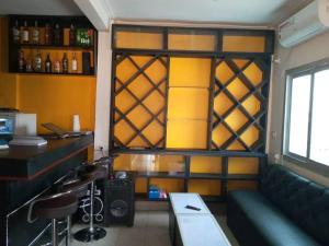 Cave Royale - Chambres-Studios-Apparts meublés - Logpom Hopithal des soeurs ápres Camara Laye