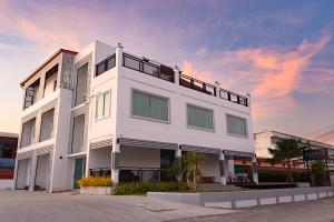 Munruk Hostel (มั่นรัก), Hostels - Prachuap Khiri Khan