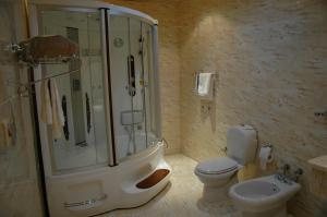 Al Bustan Crown Hotel 1