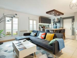 . Modern apartment on the ground floor in the centre of Bayeux, private parking