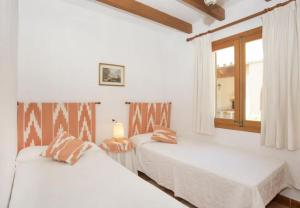 Pollenca Villa Sleeps 6 with Pool Air Con and WiFi