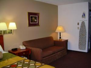 Super 8 by Wyndham Milwaukee Airport, Hotely  Milwaukee - big - 32