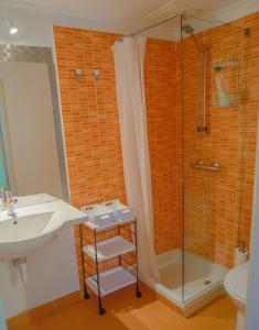 City Center Duplex 5mn walk to Historical neighbourhoods Liberdade Avenue and Rossio with Subway Train and Bus