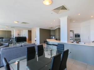 Stylish 3 Bedroom Apartment In Goldcoast