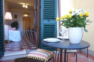 I Pratini, Cozy in Center Town with Terrace - AbcAlberghi.com