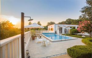 Stunning home in Dubrava kod Sibenika w/ Outdoor swimming pool, WiFi and 4 Bedrooms