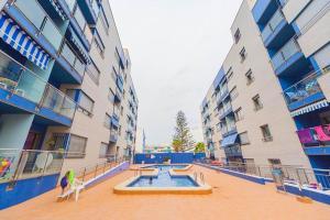 Los Locos Beach Apartments