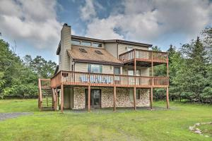 Poconos Mountain Retreat with Game Room Mins to Lake - Hotel - Albrightsville