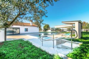 Klostar Villa Sleeps 8 with Pool and Air Con