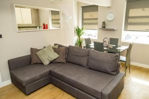 Serviced Apartment In Liverpool City Centre - St Luke's Building by Happy Days - Apt 4