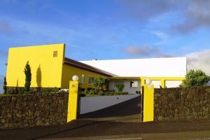 Casa dos Quatro Ventros, Altares