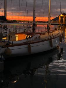 Barca a vela a due alberi di 15 m con 7 posti lett - AbcAlberghi.com